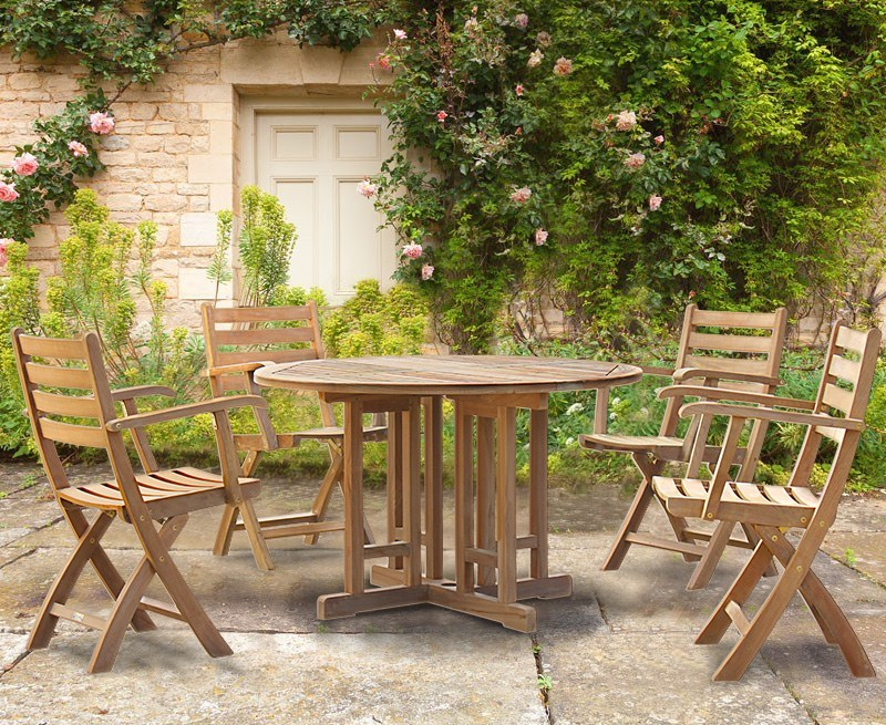 Berrington Round Table with 4 Suffolk Chairs Set